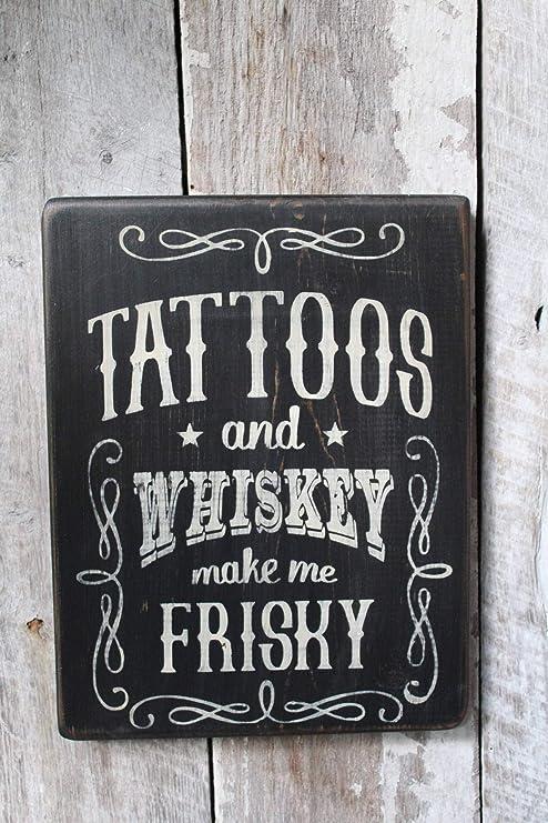 Tatuajes y Whiskey Make Me Frisky Cartel de Madera Divertido ...
