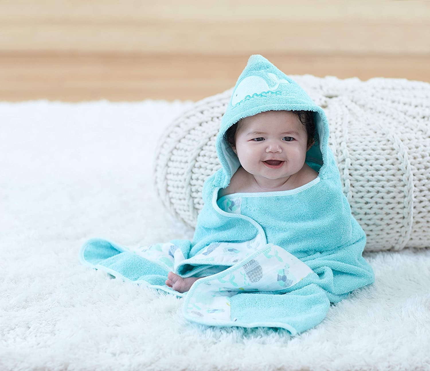 Hooded bath towel with appliqu\u00e9 whale mother with baby and name 80 x 80100 x 100 name embroidered
