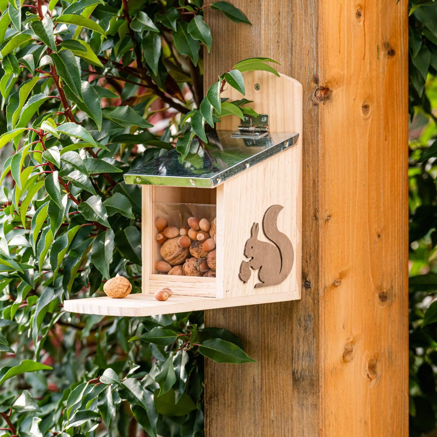 24.5 x 11 x 29cm Wooden Squirrel Feeder Weatherproof Natural Hanging Feeding Station With Metal Roof Ideal For Any Size Garden Or Balcony