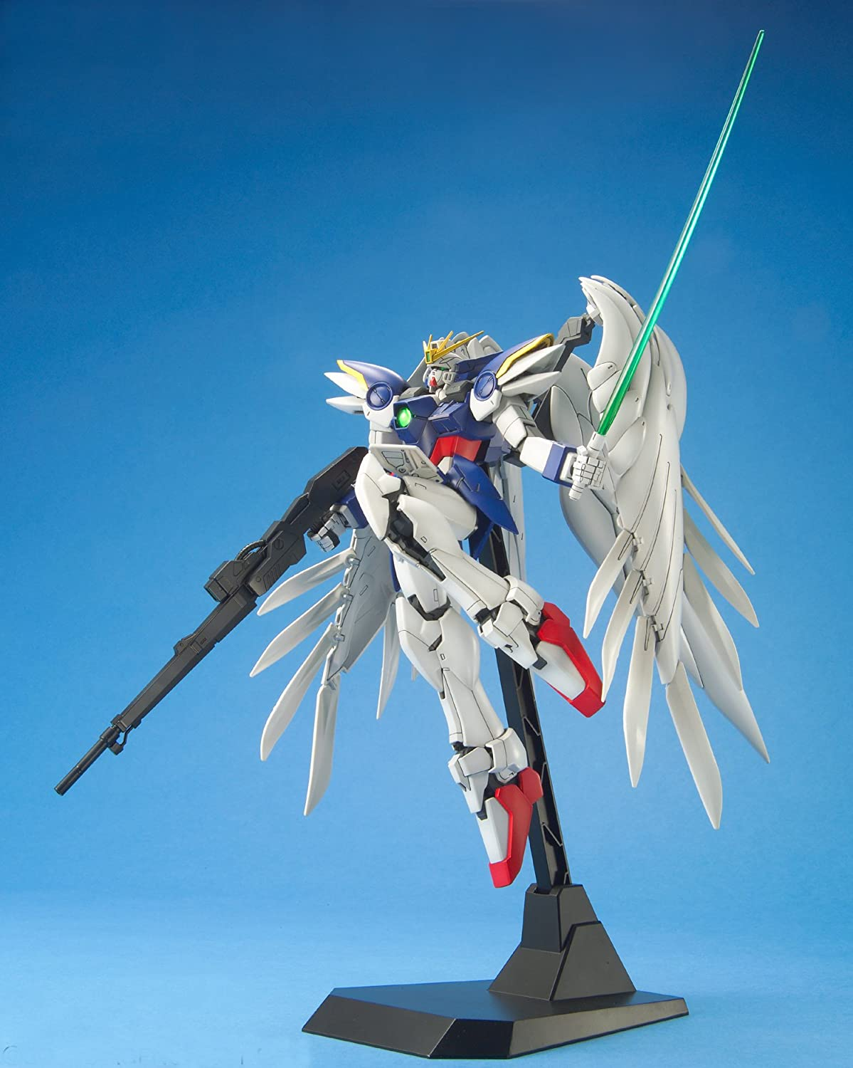 Bandai Hobby Wing Gundam Zero Version EW 1/100 - Master Grade (japan  import): Amazon.de: Spielzeug