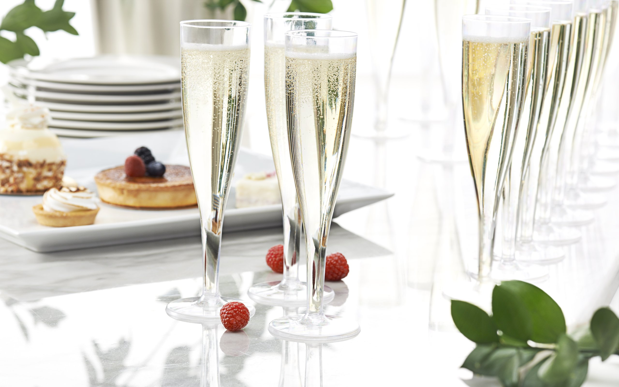 Party Essentials Hard Plastic 1 Piece Champagne Flute, 5-Ounce Capacity, Clear (Case of 100) by Party Essentials (Image #3)