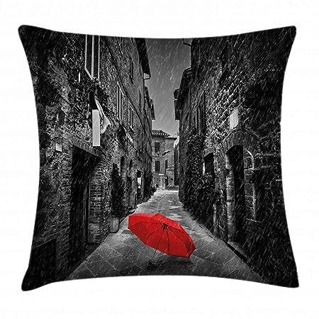 Ambesonne Funda de cojín con diseño de paraguas rojos en una calle ...