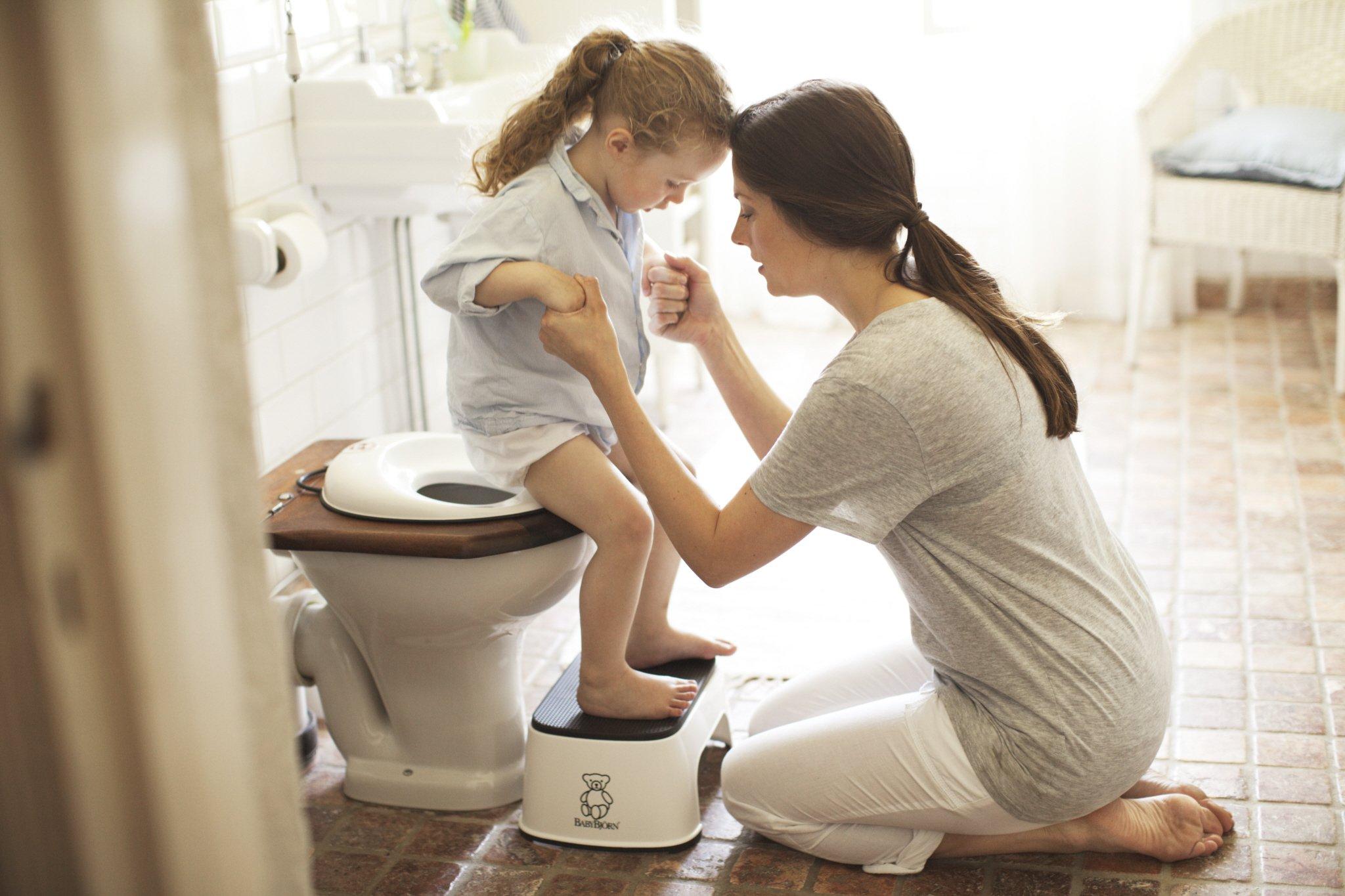 BABYBJORN Toilet Trainer - White/Black