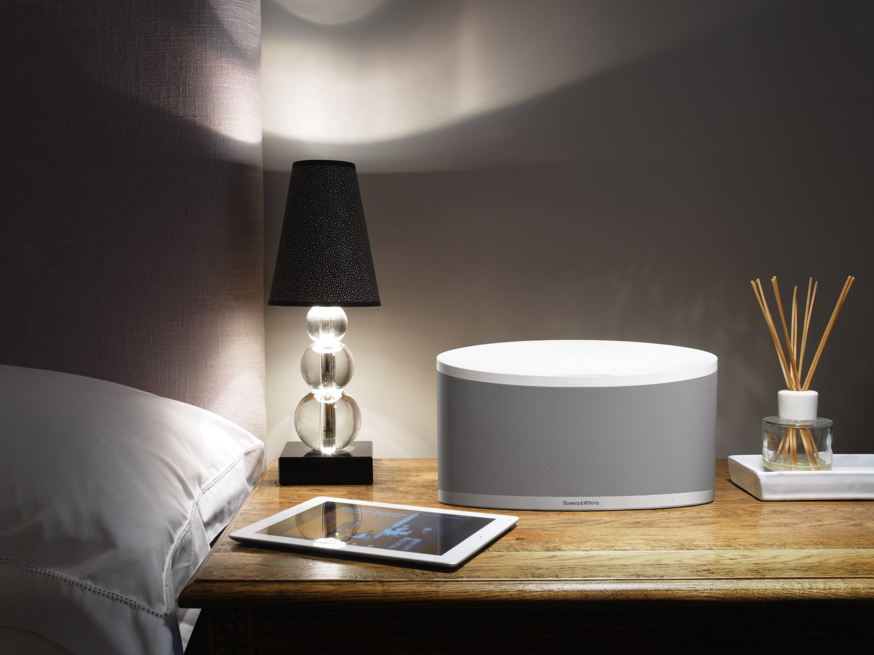 Bowers & Wilkins Z2 White RC Wireless Music System Recertified - White by Bowers & Wilkins (Image #4)