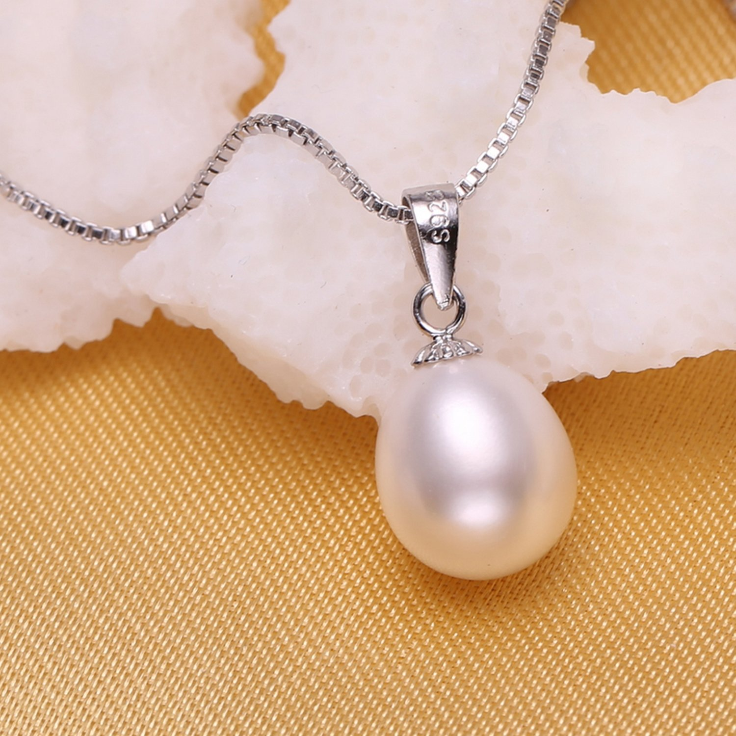 CS-DB Pendants Pearl White Silver Necklaces