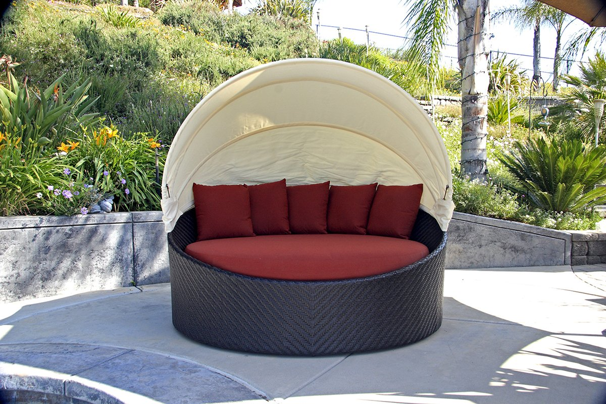 amazoncom harmonia living wink wicker curved outdoor daybed with red sunbrella cushion sku hl wink cb db hn patio lawn garden