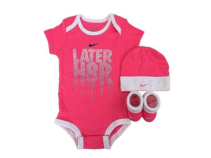 35752419d62d9 Amazon.com: NIKE Infant Babys 3-Piece Bodysuit, Hat & Booties Set ...