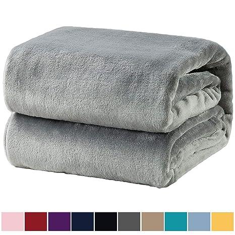 Bedsure Mantas para Sofas de Franela 150x200 cm - Manta para Cama 90 Reversible de 100% Microfibre Extra Suave - Manta Gris Transpirable