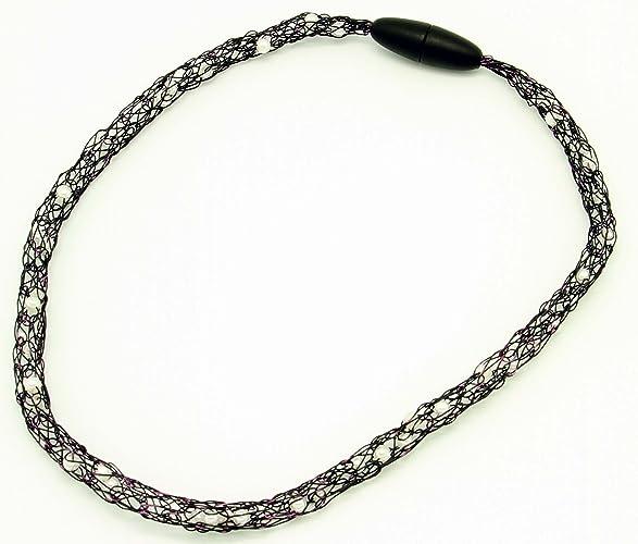 schwarzer Halsschmuck aus lackiertem Draht mit eingearbeiteten ...