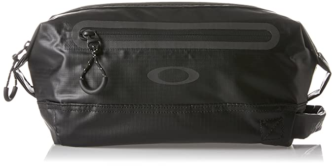 a3b188a2512 Amazon.com  Oakley Men s Fp Dopp Kit, Blackout, One Size  Clothing