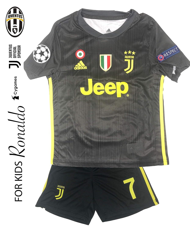 6c98a7ab4 Amazon.com   Juventus Soccer Jersey Kids on Season 2019 - Juventus Ronaldo  No.7 - Replica Jersey Kit  Shirt + Short Includes All Patches Logos -  Soccer KIT ...