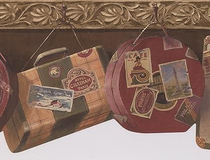 Retro Art Rollo de bolsas maletas vintage colgada en ganchos pino verde fondo frontera diseño Retro