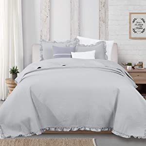 Great Bay Home 3-Piece Ruffle Skirt Quilt Set with Shams. Channel Stitch Full/Queen Quilt Set, All Season Bedspread Quilt Set, Azalea Collection (Full/Queen, Light Gray)