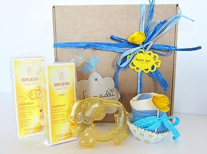 Canastilla Ecológica para Bebé con Productos Weleda, un Cupcake (Babero TOMMEE TIPPEE + Calcetines