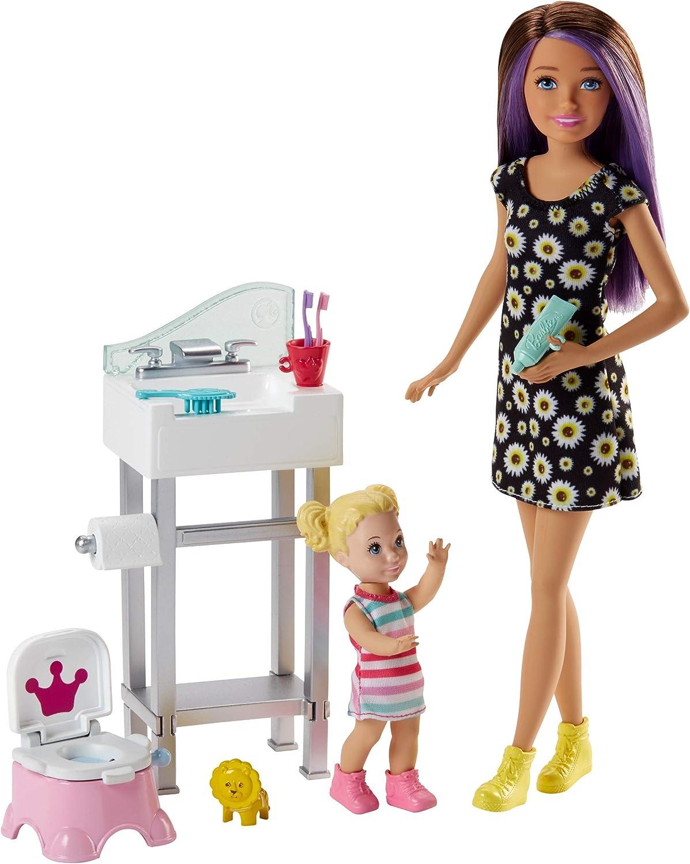 Barbie Babysitters Inc. Doll and Playset Muñeca Skipper hermana, niñera en cuarto de baño, multicolor (Mattel FJB01)
