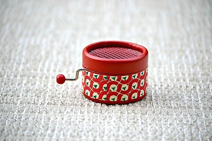 Caja de música manual roja retro. Melodía: Imagine. Regalo musical muy especial.