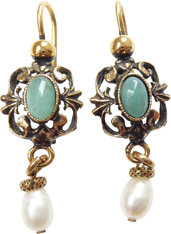 Pendientes de esmeralda de color verde, con perlas de agua dulce blancas, cierre de latón dorado, hecho a mano, diseño único y retro