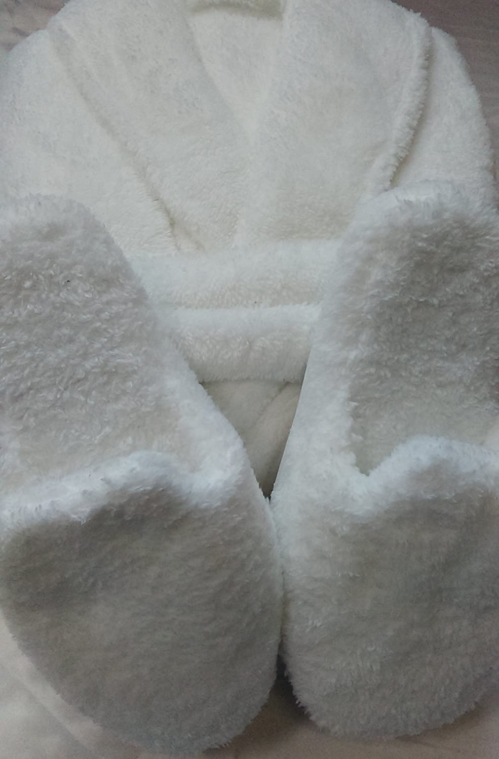 SUPERSOFT AND FLUFFY WHITE VELSOFT BATHROBE AND SLIPPERS SIZE MEDIUM, SLIPPERS)