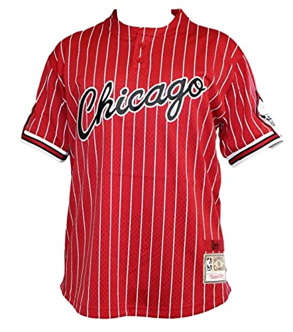 272b50e744e Amazon.com   Chicago Bulls Mitchell   Ness Men s Pinstriped Mesh Baseball Jersey  Shirt - Red   Sports   Outdoors