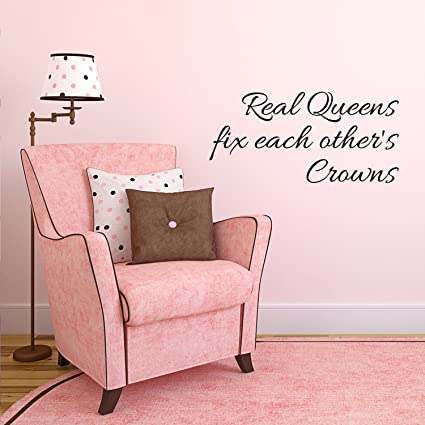 Amazon.com: Real Queens Fix Each Others Crowns - Women\'s ...