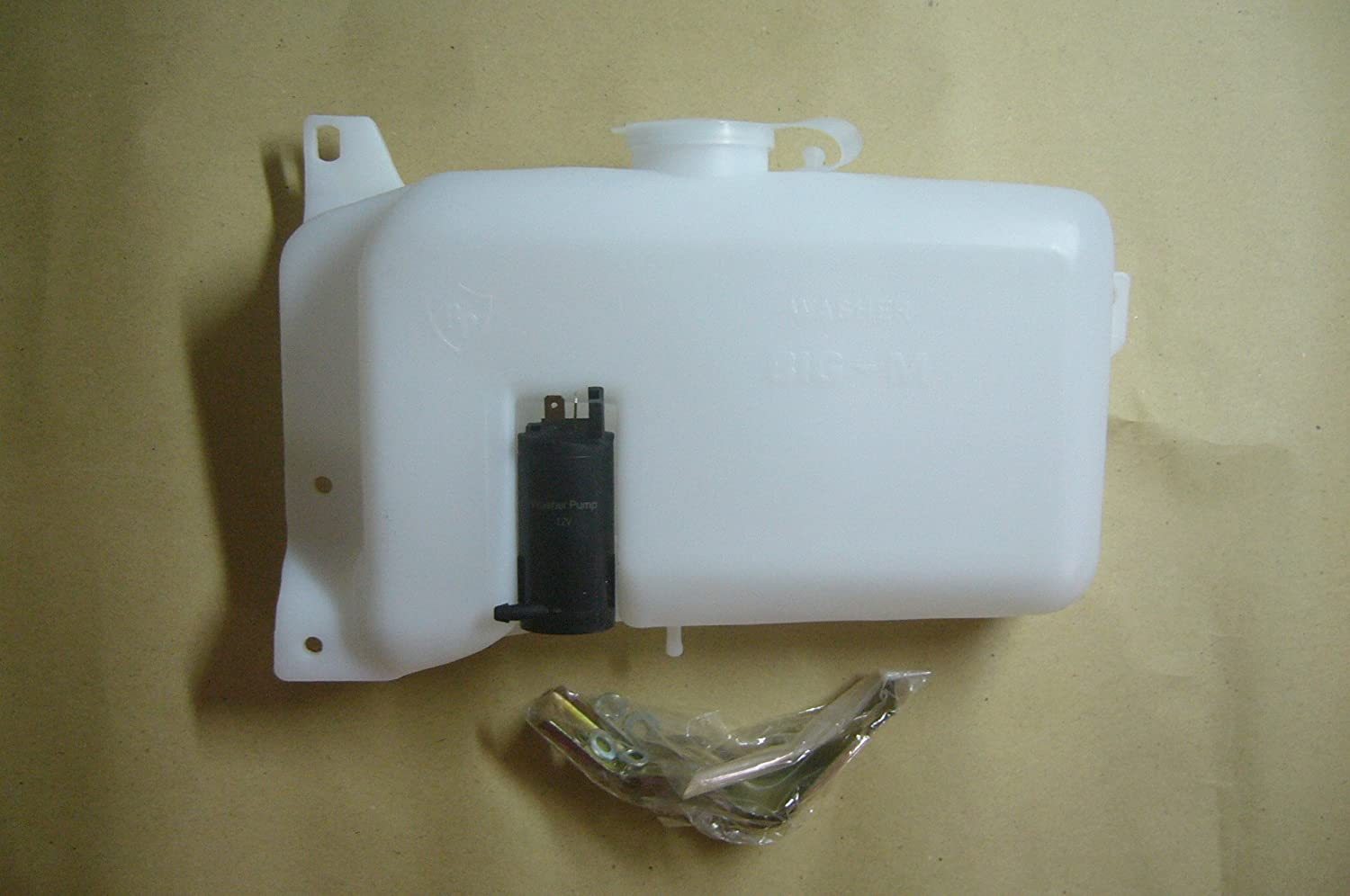 985de363a20c3 Motorstorex Windshield washer tank 12V pump for Nissan Datsun Hardbody  Terrano D21 Pickup Truck ...
