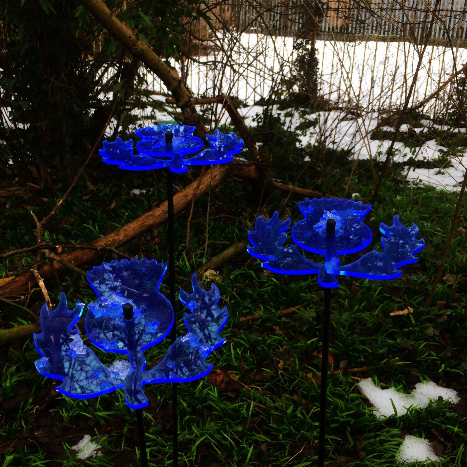 SunCatcher Set of 3: Scottish Thistle | 150mm / 5,9'' Ø Fluorescent Garden Ornament | Glowing Garden Decoration on Stick | Innovative Home Decor for Outdoor Garden Balcony Pathway, Colour:Blue
