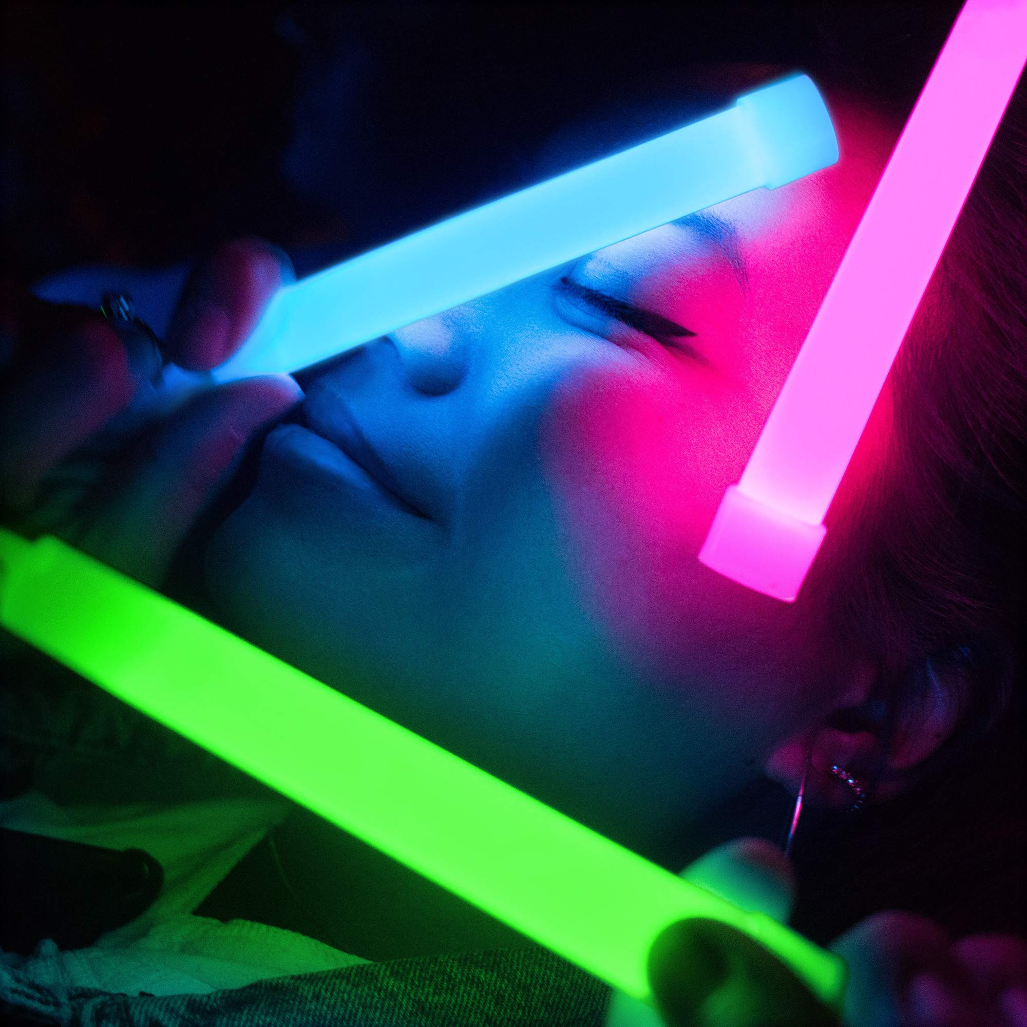 30 Pack Glow Sticks Bulk - Glow in The Dark Party Supplies - Waterproof and Non Toxic Neon Party Light Sticks for Kids and Adults (Multi Color, 30 Pack) by Glow Mind (Image #3)