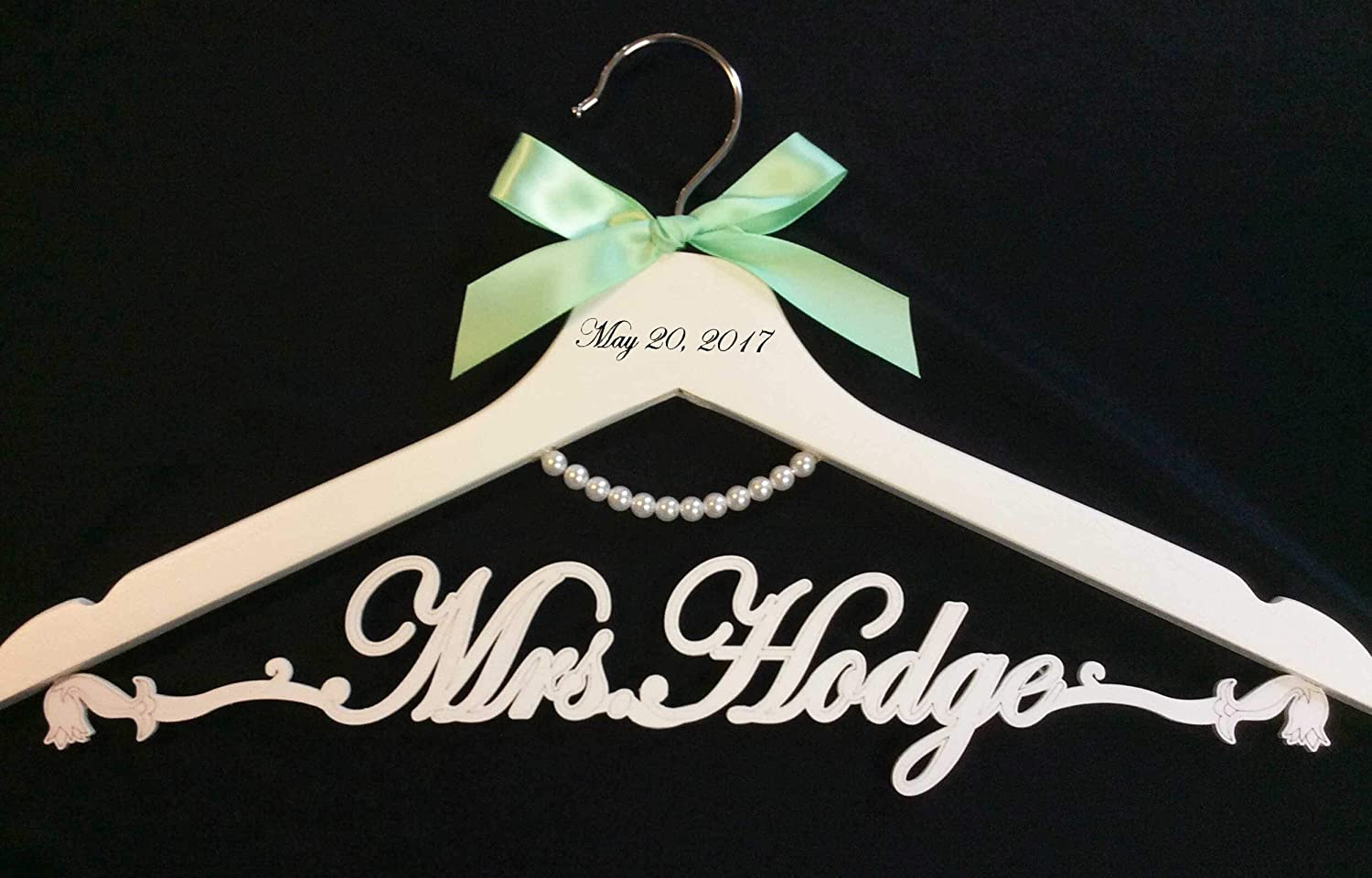 Wedding hanger, Bride pearl hanger, bride hanger, Personalized Hanger, Custom hanger, wedding gown hanger, wedding dress hanger