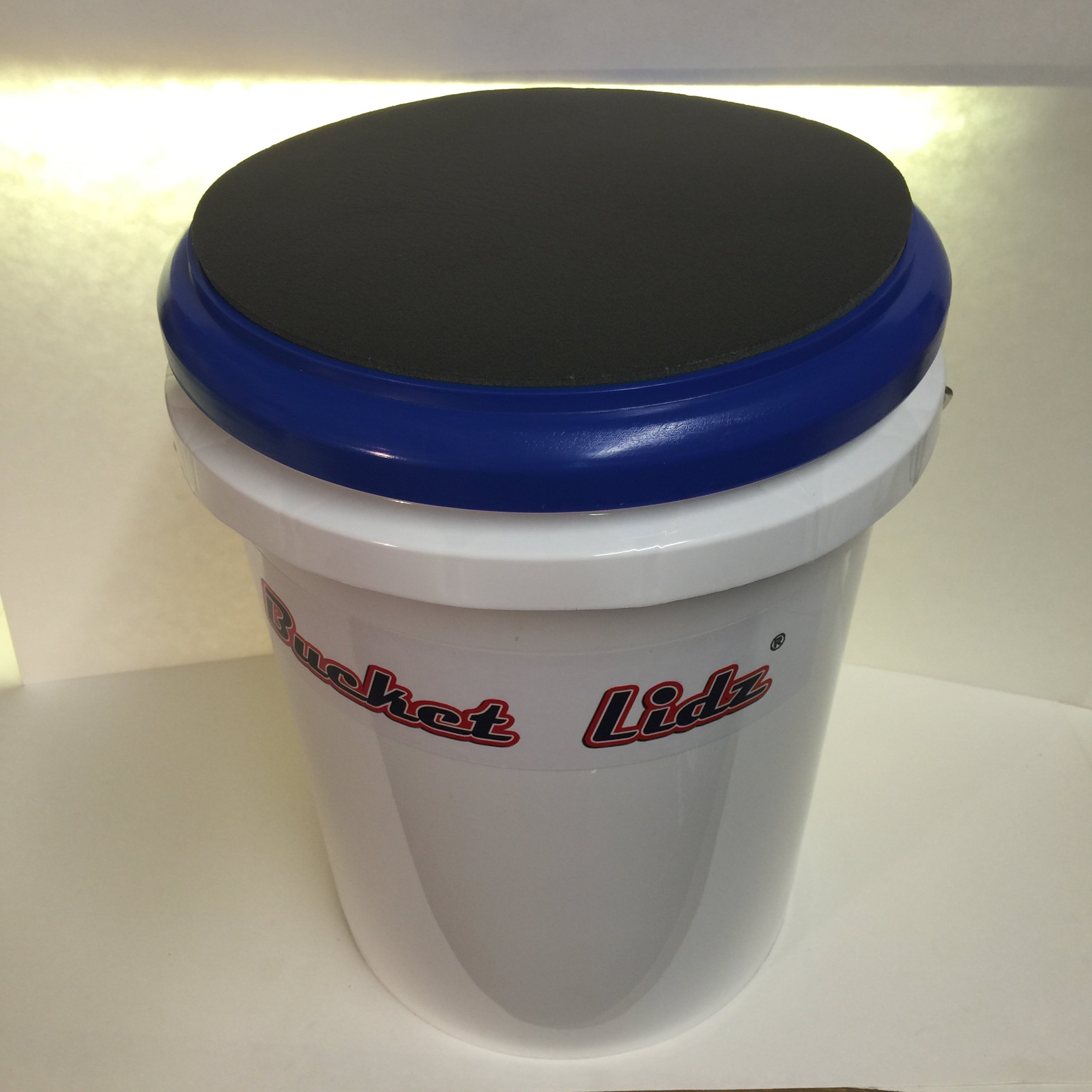 Padded bucket lid/seat (Red) by Bucket Lidz (Red frame/black pad)