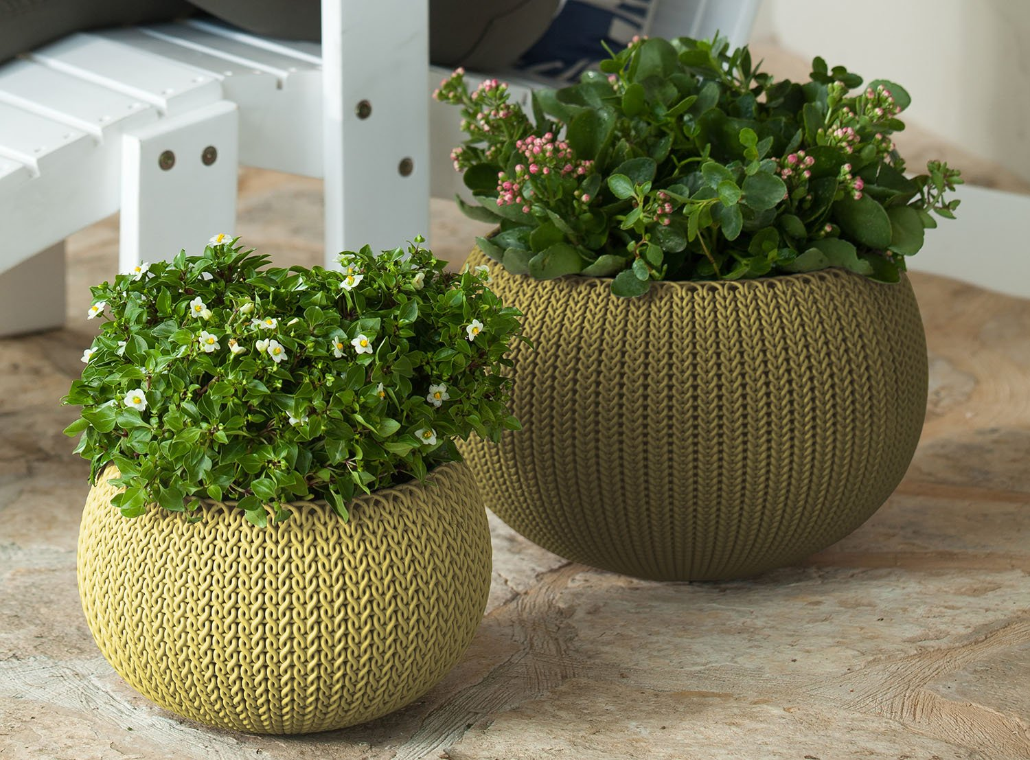 Keter Cozies Large Plastic Knit Texture 21 Planter Bowl with Removable Liner Citrus Green