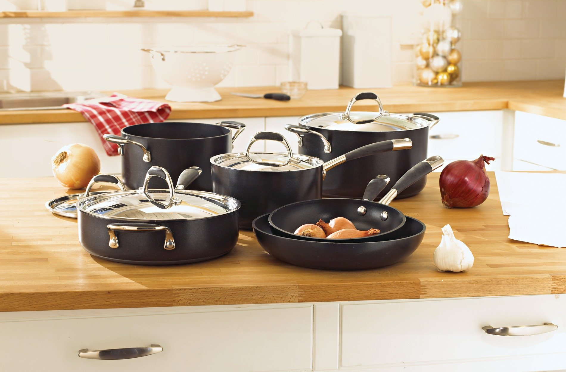 Kenmore 89590 10 Piece Hard Anodized Interior Cookware Set in Black