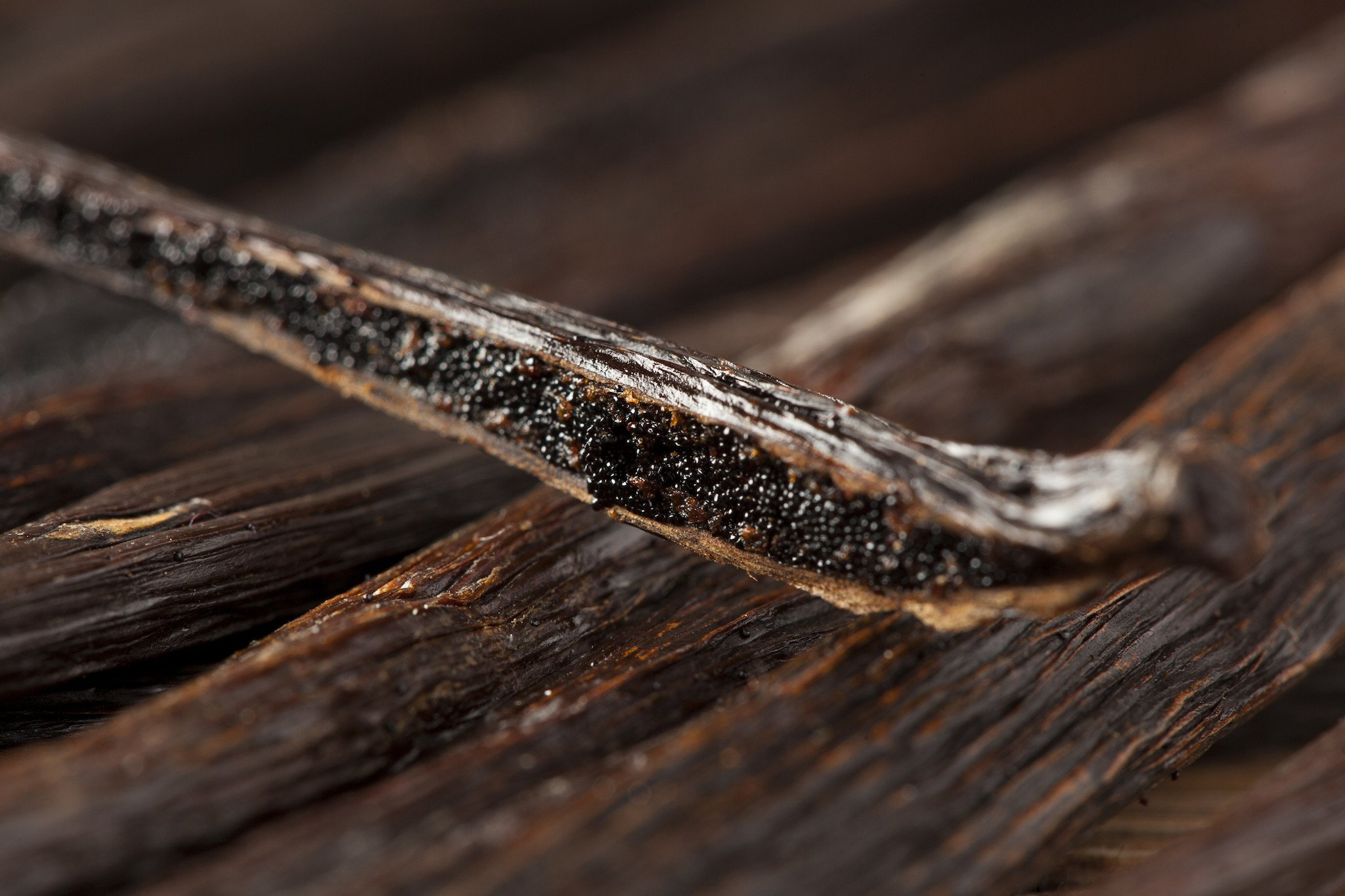 Madagascar Vanilla Beans. Whole Grade A Vanilla Pods for Vanilla Extract and Baking (50 Beans)