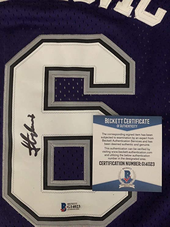 d6399bef2 Peja Stojakovic Autograph Autographed Signed Sacramento Kings Jersey Beckett  Authentic COA Rare at Amazon s Sports Collectibles Store