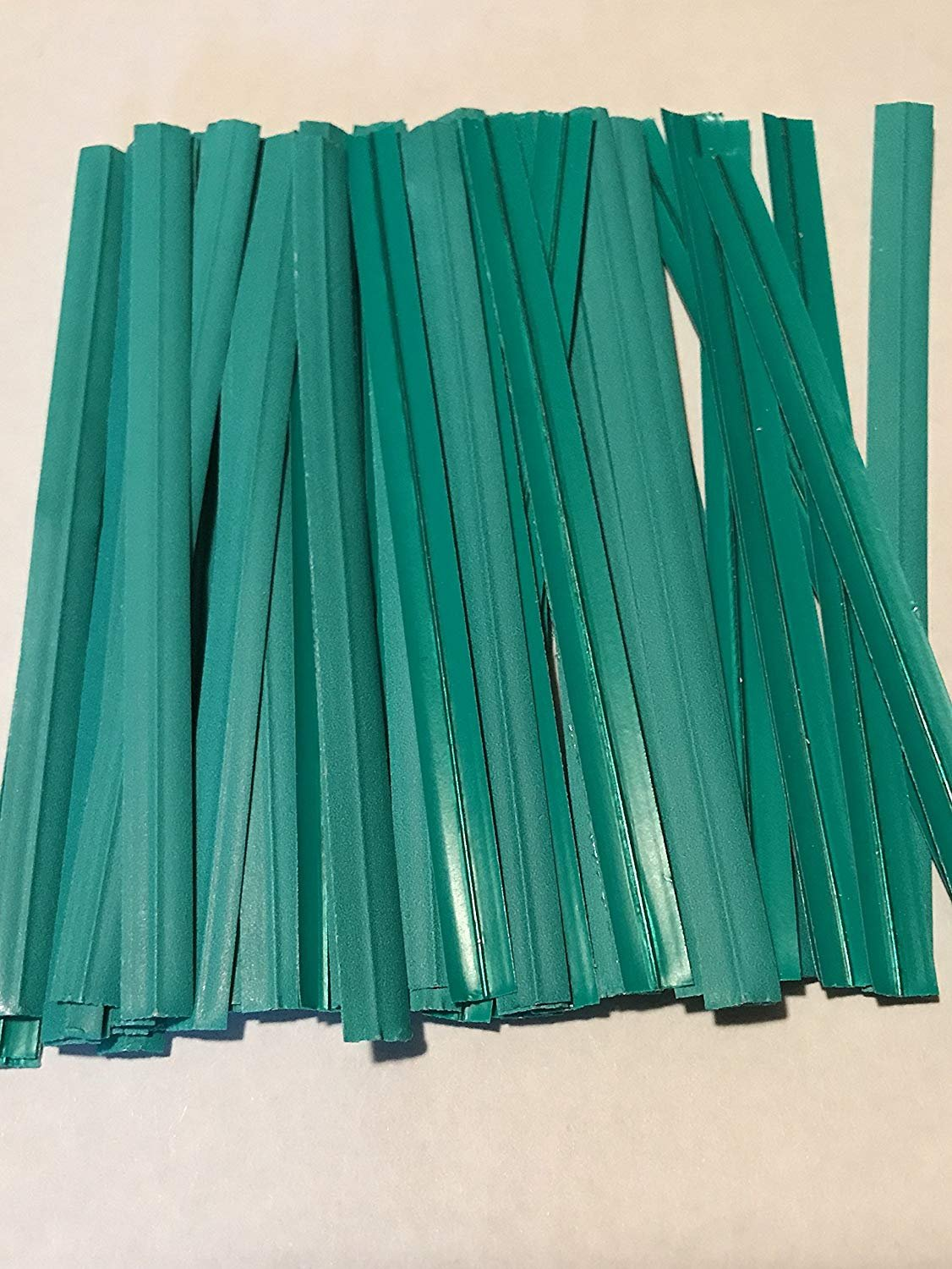 2000 Twist Ties 7'' Length Plastic Coated Pater No Rip Cellophane Assorted Colors (Green)