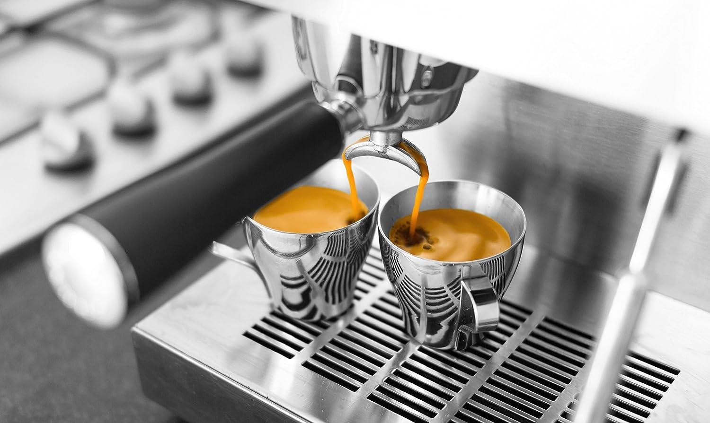 Gereinigte Espressomaschine im Betrieb