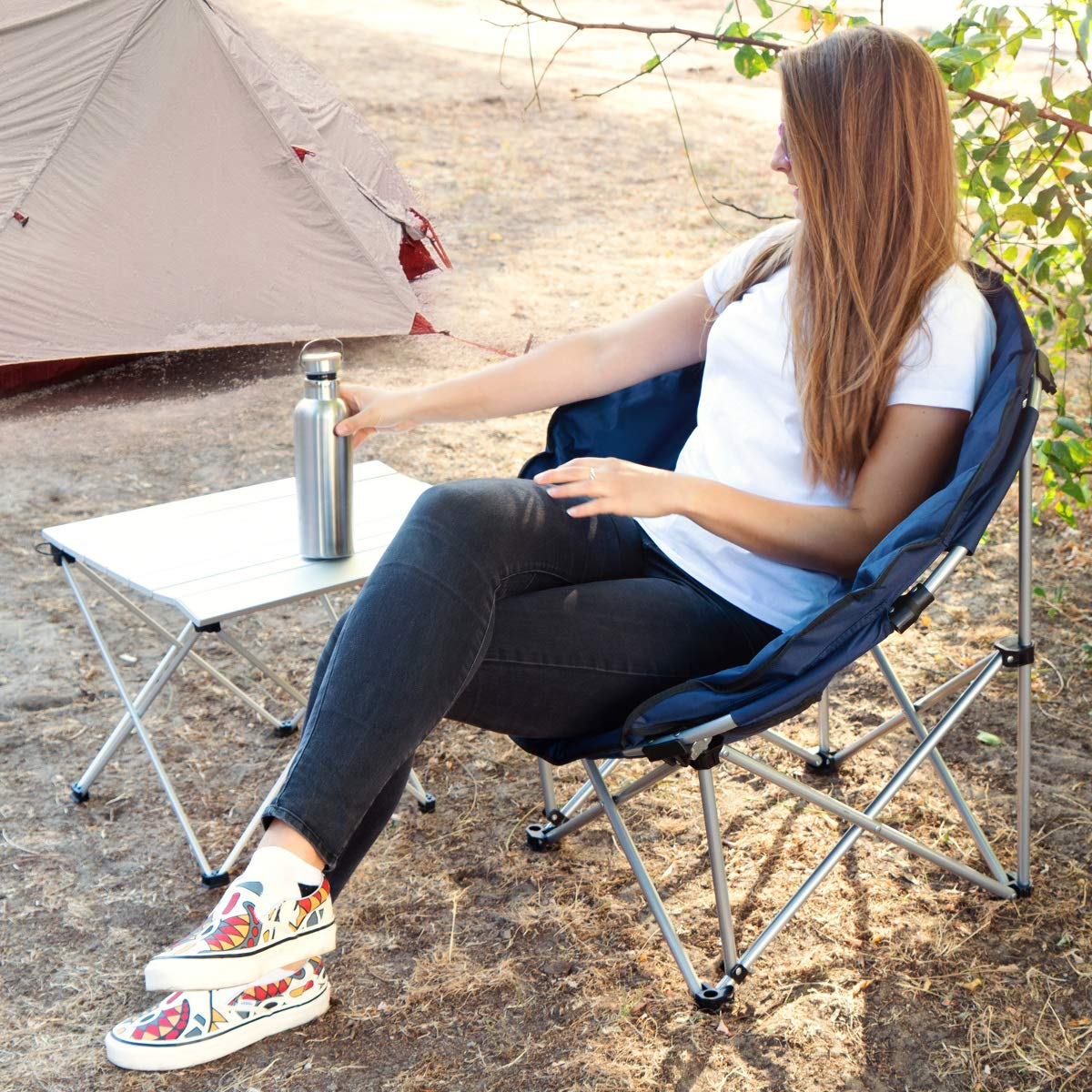 Navaris Portable Folding Chair - XXL Padded Moon Chair for Camping, Fishing, Festivals with Carrying Bag - Dark Blue