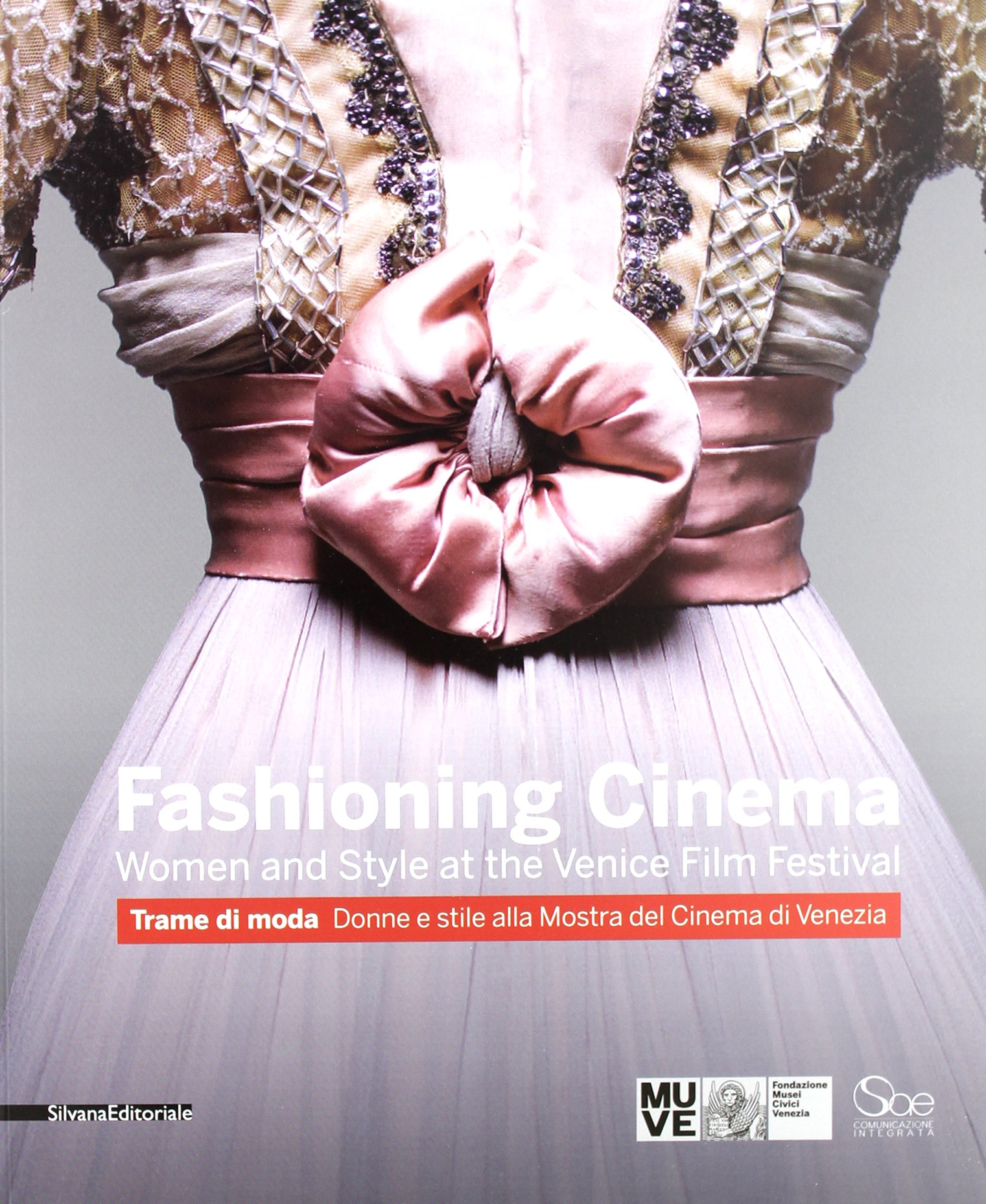 Fashioning cinema. Women and style at the Venice Film Festival-Trame di moda. Donne e Stile alla Mostra del Cinema di Venezia. Ediz. bilingue (Inglese) Copertina flessibile – 27 set 2012 F. Giacomotti A. Lai Silvana 8836624456