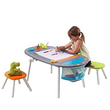 KidKraft 26956 Mesita infantil artística con pizarra, rollo de papel y taburetes de madera, muebles para salas de juego y dormitorio de niños