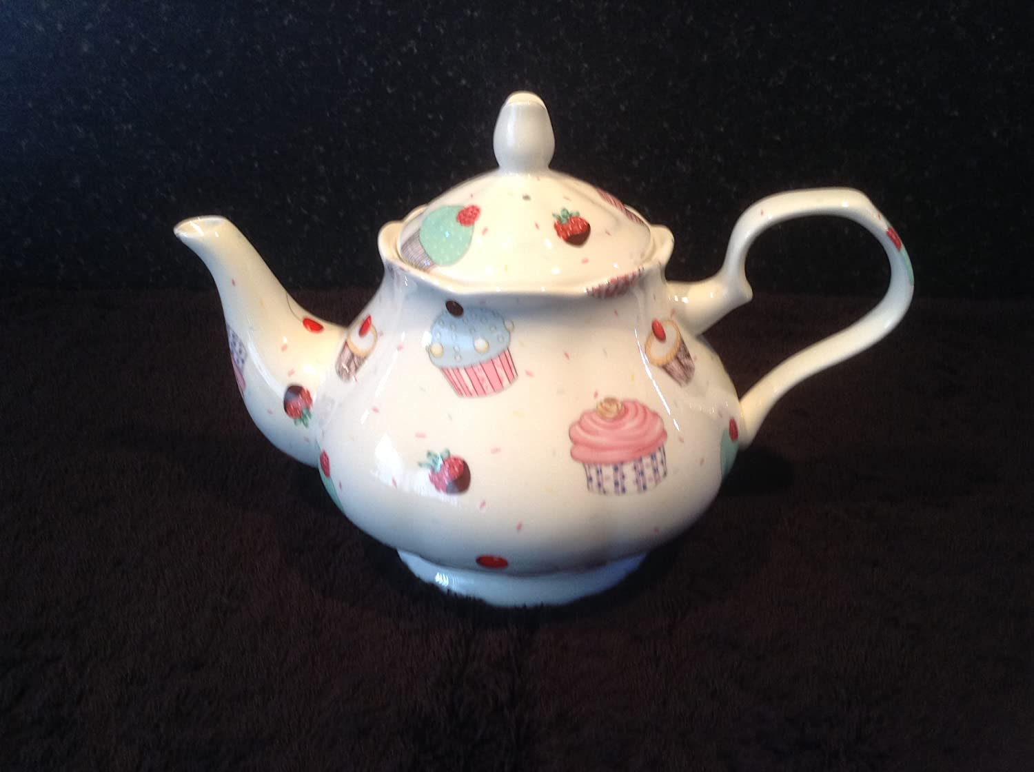 CUP CAKES BONE CHINA 6 CUP TEA POT FREE NEXT DAY DELIVERY IN UK