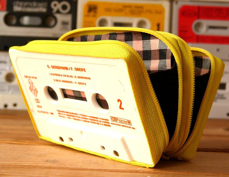 Monedero handmade hecho con cinta de casette CON DOS ...