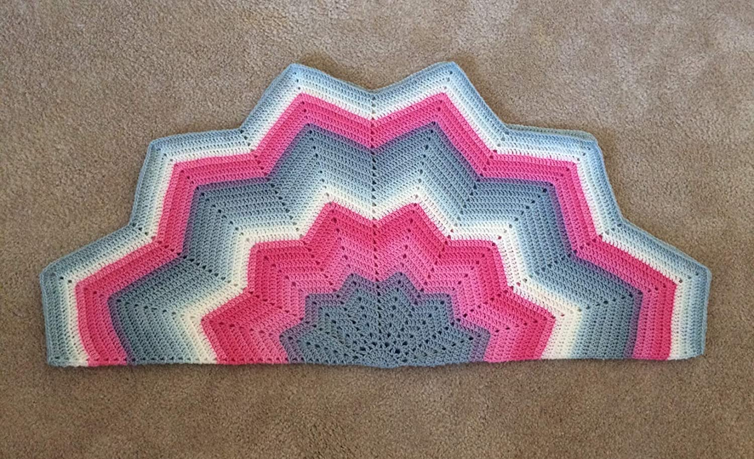 Amazon.com Hot Pink & Gray Ripple Star Baby Blanket   12