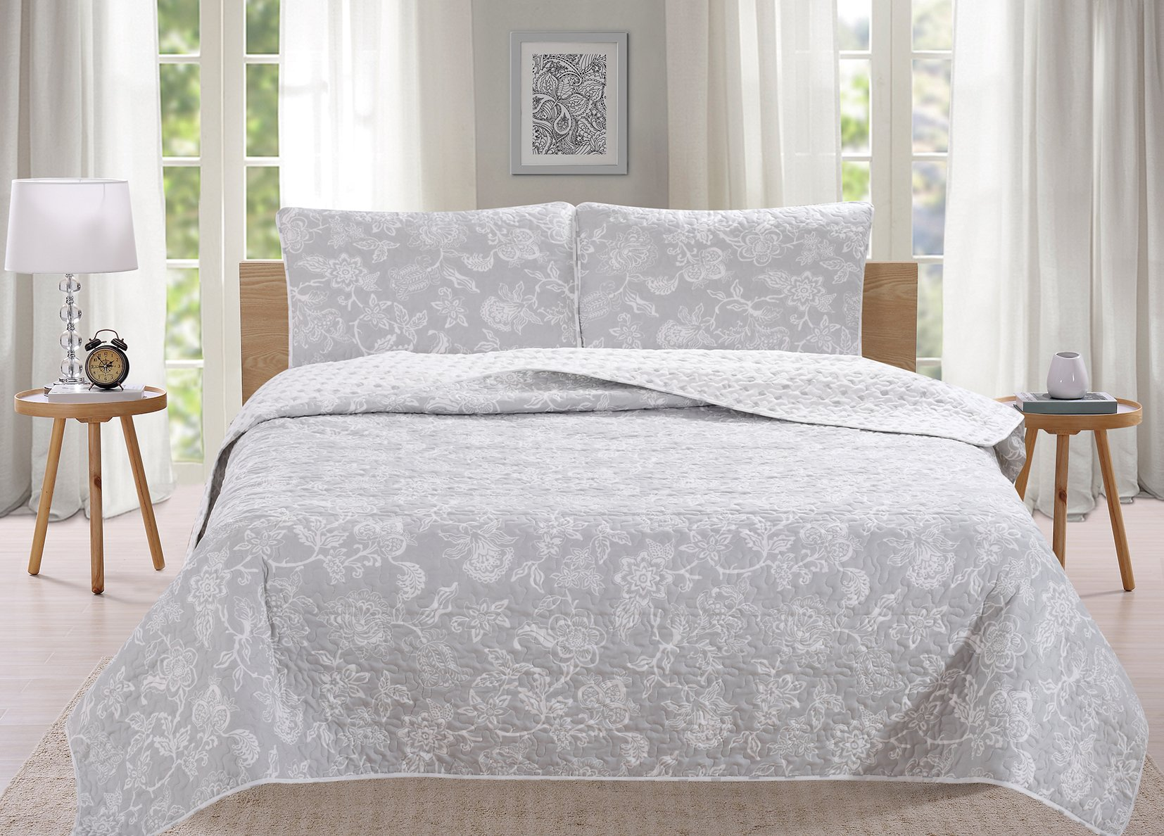 Great Bay Home 3-Piece Reversible Quilt Set with Shams. All-Season Bedspread with Floral Print Pattern in Contemporary Colors. Emma Collection By Brand. (King, Grey) by Great Bay Home (Image #5)