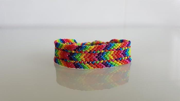 280adc70e00c Pulsera de macrame chevron especial multicolor pulseras hilo bisutería  macrame bracelet friendship chevron multicolor jpg 700x394