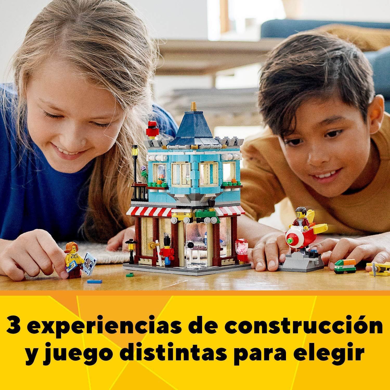Incluye Varias Minifiguras para Recrear Escenas Cotidianas LEGO Creator 31105 Tienda de Juguetes Cl/ásica Set de Construcci/ón con Edificios de Juguete 3 en 1
