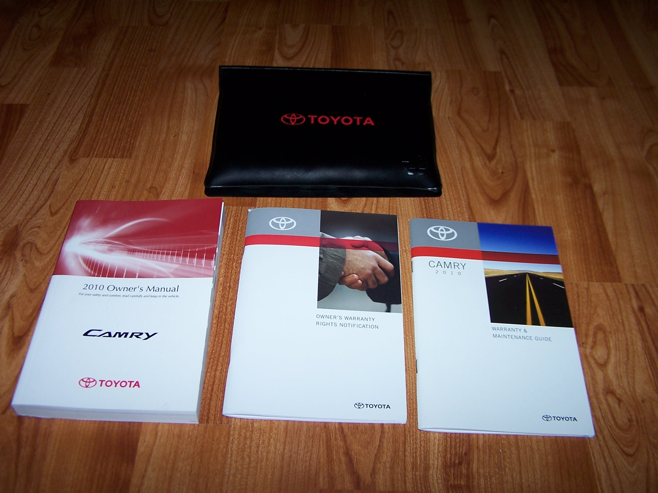 2010 toyota camry owners manual set toyota amazon com books rh amazon com 2010 Toyota Camry Owners Manual 2010 toyota camry hybrid owners manual