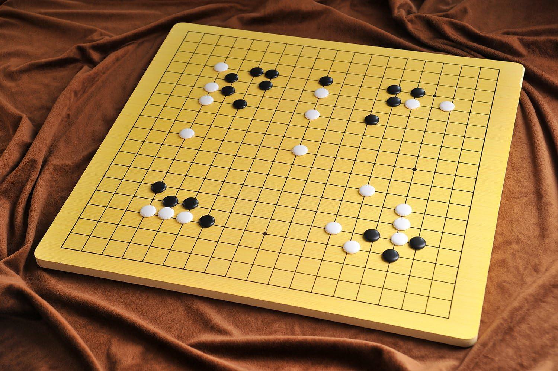 Quantum Abacus Xiangqi & Go: Tablero go (19x19) y ajedrez Chino, Hecho de Madera Pesada (3kg), Solo Tablero, sin Piezas, 57cm x 54cm x 1,2cm, Mod. CL-012: Amazon.es: Juguetes y juegos