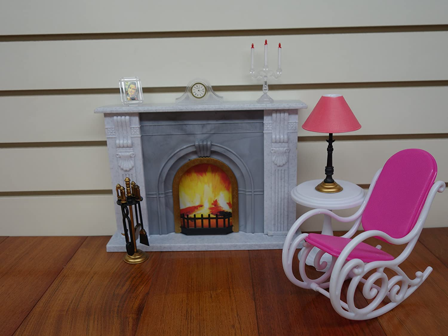 96006 GLORIA DOLLHOUSE BARBIE FURNITURE Size FIREPLACE Set W Chair /& Table