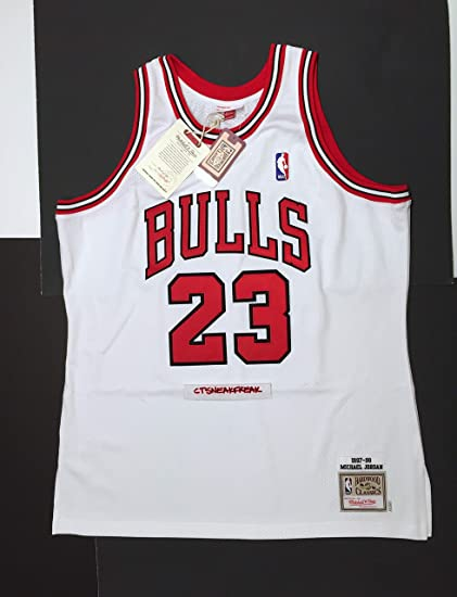 05182e55c38c Amazon.com   Mitchell   Ness Michael Jordan 97-98 Chicago Bulls ...