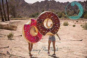 Beach Toy® - Set de 2 flotadores hinchables DONUT ROSA y DONUT MARRON. 120 cm diámetro. Especial para fiestas en la piscina. Verano 2018: Amazon.es: ...