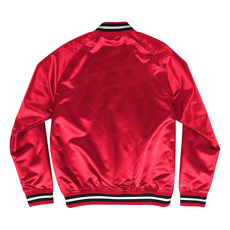 1f1e5e244 Amazon.com : Mitchell & Ness Chicago Bulls NBA Men's Big Time Lightweight Satin  Jacket : Clothing
